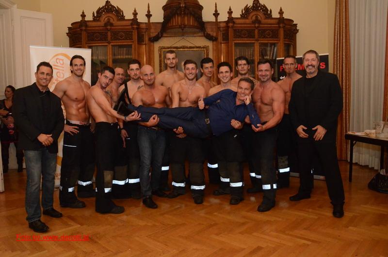 Wiener Feuerwehrmänner mit Alfons Haider