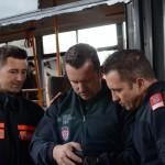 Fotos checken - Fotoshooting Wiener Feuerwehr-Kalender 2015