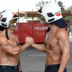 Feuerwehrmänner Fotoshooting Wiener Feuerwehr-Kalender 2015