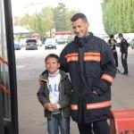 Mit Fans beim Fotoshooting Wiener Feuerwehr-Kalender 2015