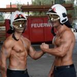 Unsere Models mit Helm - Fotoshooting Wiener Feuerwehr-Kalender 2015